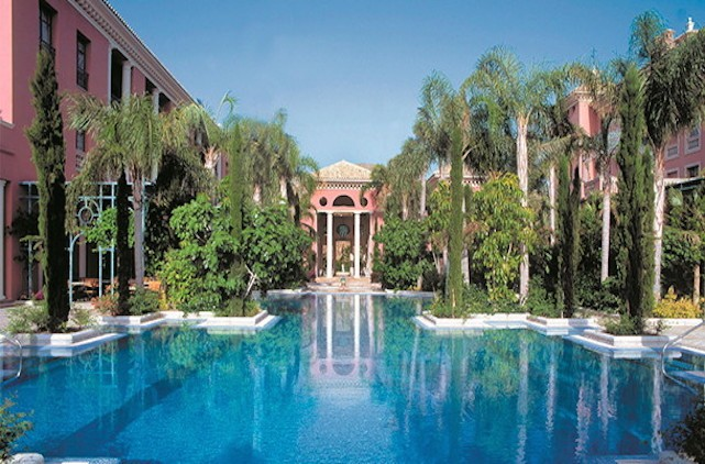 Hotel villa padierna palace hotel en marbella - Hotel la villa marbella ...